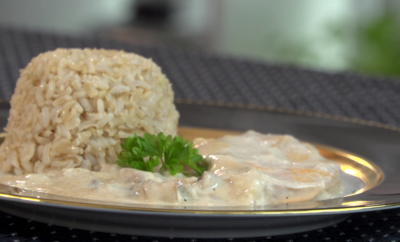 Tejfölös-gombás csirkemell szeletek 10 perc alatt