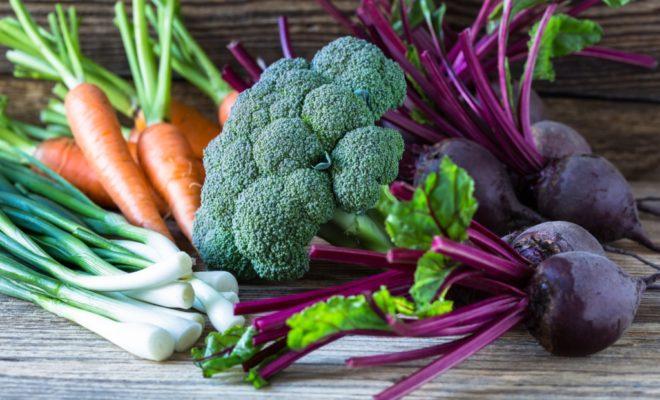 Tavaszi zöldségek - brokkoli, cékla, répa, spenót, spárga