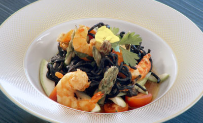 Fekete linguini tészta garnélarákkal